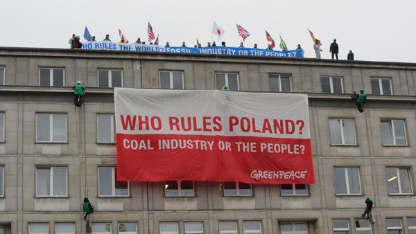 Des activistes de Greenpeace lors de la COP24