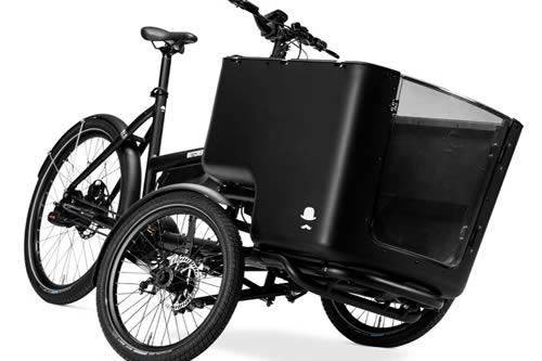 Vélo cargobike triporteur électrique.