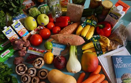 Des fruits et légumes sur une table