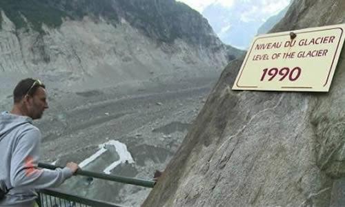 La mer de glace de Chamonix est en voie de disparition.