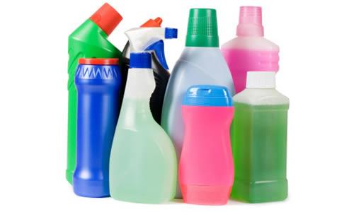 Les bouteilles plastiques et les produits d'usage comme la lessive.